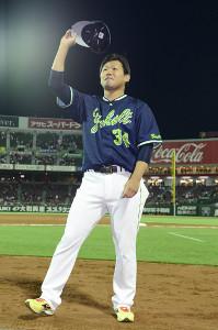 移籍後初勝利を挙げた田口麗斗がファンの声援に応える