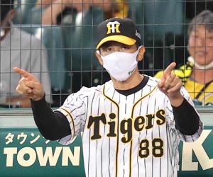 リクエストを要求する矢野燿大監督。この後、甲子園球場で「DECISIVE BATTLE」が奏でられるのがお約束