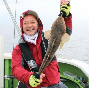 滝本さんが釣り上げた53センチの良型マゴチ(弁天屋で)