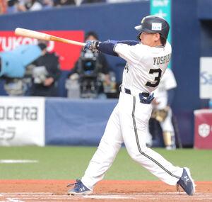 6回2死、吉田正尚は追加点となる右越えソロ本塁打を放つ(カメラ・義村 治子)