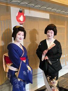 仲良しの千鶴さん(左)と豆千佳さん