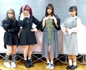 東京女子プロレスの対戦カード発表記者会見に出席した(左から)遠藤有栖、伊藤麻希、荒井優希、渡辺未詩