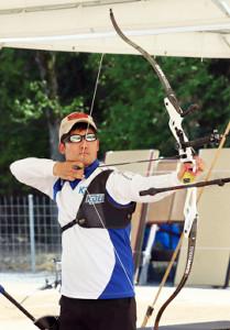 練習を公開したアーチェリー5大会連続五輪代表の古川高晴