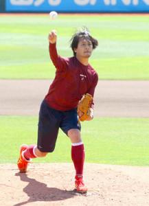 楽天・涌井は23日の西武戦に向けて楽天生命パークのマウンドで投球練習を行った
