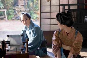 吉沢亮(左)と橋本愛