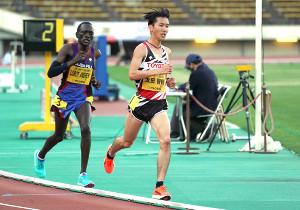 男子1万メートルで力走する太田智樹
