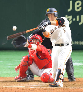 8回2死二、三塁、中島宏之が左中間へ2点適時二塁打
