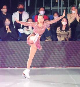 千秋楽公演で華麗な演技を見せる浅田真央さん(カメラ・小泉 洋樹)
