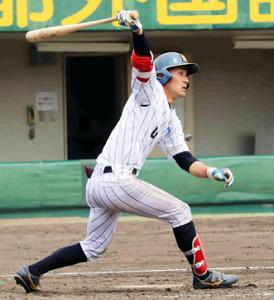 5回2死一、三塁、NTT西日本の藤井健平が右前適時打を放つ