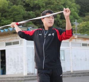 地区大会に向けて練習する松崎・山本