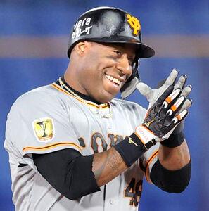 4回2死一塁、3打席連続の二塁打を放ち笑顔のウィーラー