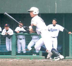 5回に先制の二塁打を放った福島商の小室
