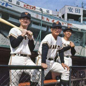 左から長嶋茂雄さん、川上哲治さん、王貞治さん(1970年・後楽園球場)