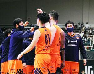 8連勝を喜ぶ静岡のメンバー