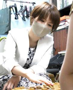 加藤桃子女流三段から大きな一勝を挙げた鈴木環那女流三段