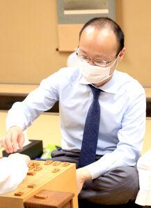 藤井聡太棋聖への挑戦権を獲得した渡辺明名人(日本将棋連盟提供)