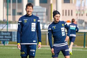 シントトロイデンの主力としてシーズンを送ったGKシュミット(左)と元鹿島FW鈴木(写真はSTVV提供)