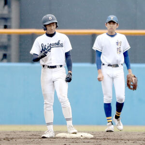 7回2死三塁、中前に勝ち越し二塁打を放った静岡・渋谷