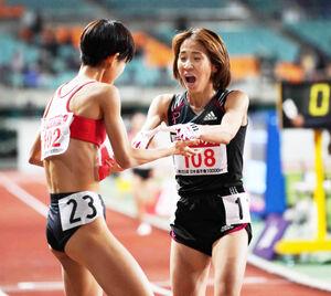 東京五輪参加標準記録を突破した(左から)広中璃梨佳と安藤友香