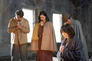 高島礼子(右)と黒谷友香(左から2人目)がダブル主演する映画「祈り」のメインビジュアル