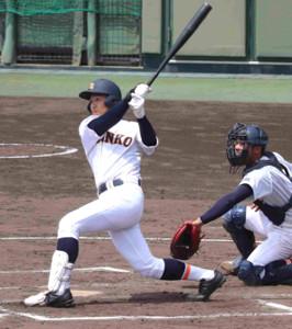 7回、神港学園の三木勇人が左越えに先制本塁打