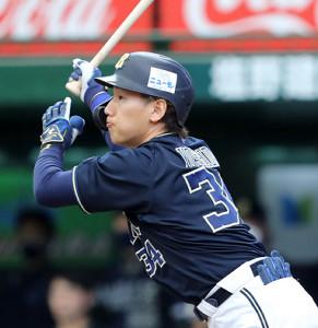 初回無死一、二塁、左中間に適時二塁打を放った吉田正尚