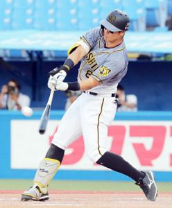 9回1死、9号本塁打を放った佐藤輝明