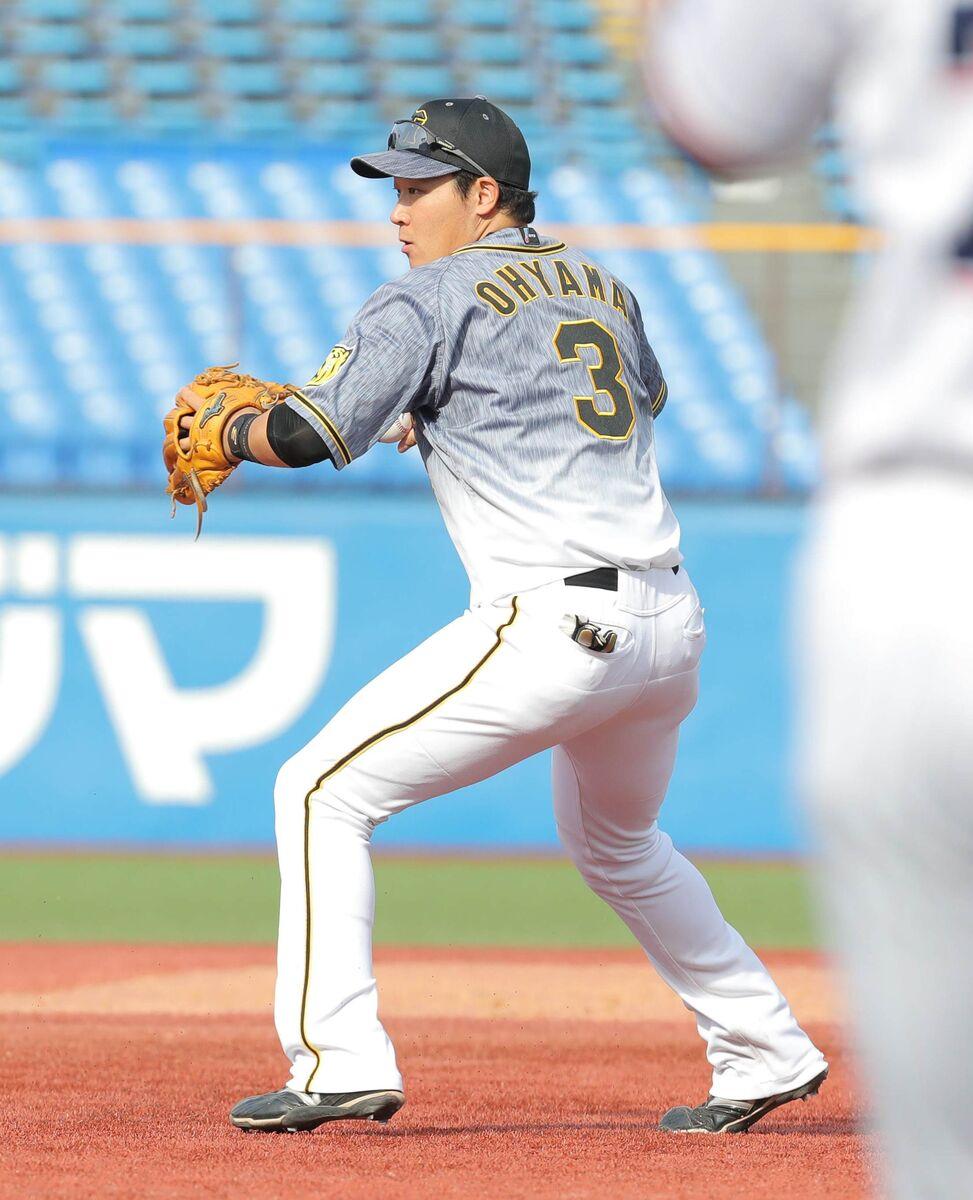 5回1死二塁、中村 悠平の三ゴロを三塁に悪送球した大山悠輔