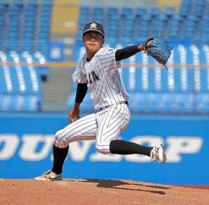 2安打1失点の完投勝利を飾った亜大の先発、松本健吾