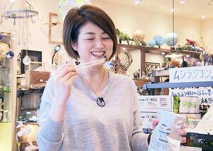 「昆虫食」にも挑戦した梅島三環子アナウンサー(仙台放送提供)