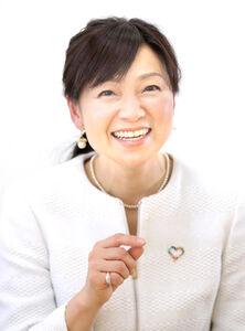 現在、広報ウーマンとして活躍する春日由実さんは「アナウンサーである気持ちを切らずに仕事をしています」と微笑む(カメラ・関口 俊明)