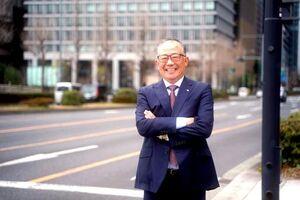 田原さんは3回も力走した1区のコースに立ち、思い出を語った