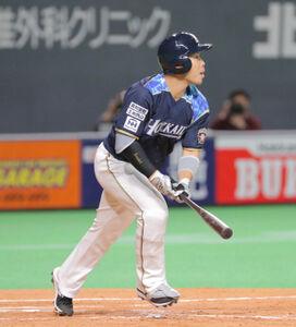近藤 5回1死、右中間に6号ソロ本塁打を放った近藤健介(カメラ・池内 雅彦