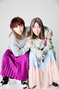 1日限定スペシャルイベントを行うPUFFYの吉村由美(左)、大貫亜美
