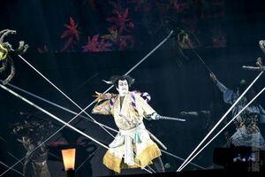 軽快な立ち回りを披露する中村獅童(c)超歌舞伎 Supported by NTT