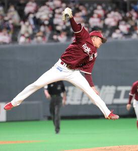 5回1死、宇佐見の打球にジャンプする早川(カメラ・池内 雅彦)