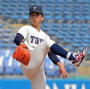 駒大・佐藤勇の打球を左手に受け、負傷降板した東洋大の細野晴希