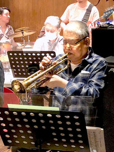 昨年9月、千葉県市川市でトランペットを演奏する数原さん(知人提供)