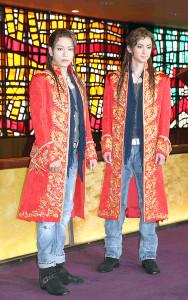 山崎育三郎(左)と古川雄大
