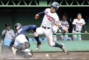 津山は備前戦の5回に河月佑のスクイズで上原が生還。この回15得点で勝負を決めた