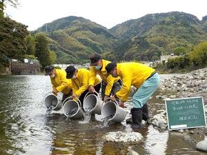 漁協 興 津川 5月18日(月)今朝の長良川