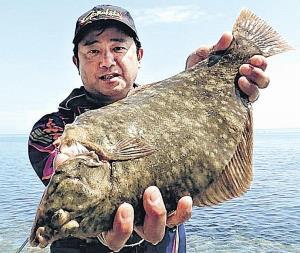 50センチのマコガレイを仕留めた永沢さん