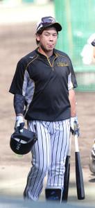 試合前練習で汗を流す梅野隆太郎