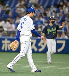 4回に2点目を許し、肩を落としてベンチに戻る勝野昌慶