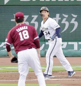 6回1死一、二塁、田中将大から逆転3ランを放つ吉田正尚