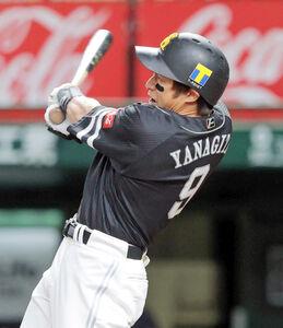 1回2死一塁、右中間に先制の2ラン本塁打を放つ柳田悠岐