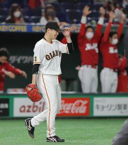 6回1死二、三塁、田中広輔に適時二塁打を打たれた大江竜聖(カメラ・中島 傑)