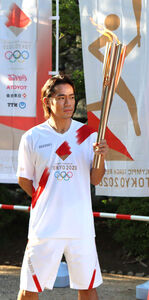 岡山の聖火リレーに参加した、10年バンクーバー五輪フィギュアスケート男子銅の高橋大輔
