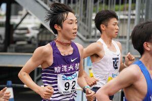 関東ICハーフマラソンで力走する駒大・花尾恭輔