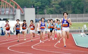 関東IC1500m予選2組で1着だった順大・三浦龍司(右)